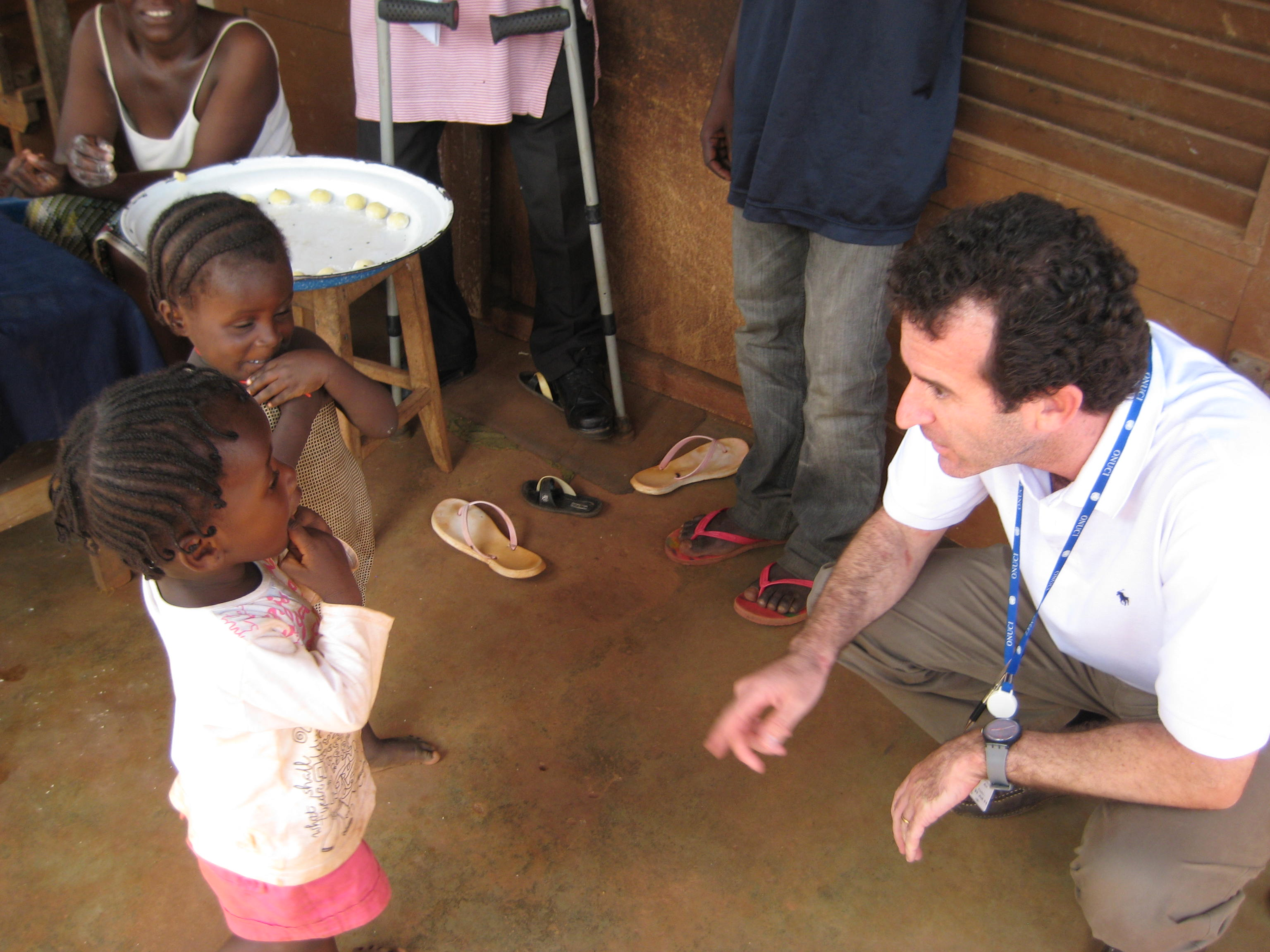 Paul Spiegel meets children displaced by conflict in Ivory Coast in 2011